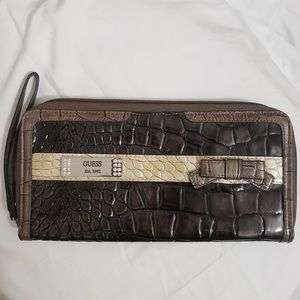GUESS Silver & Grey Patent Leather Wristlet Wallet